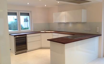 Glasrückwände - Eine sauere Küche mit den Glasrückwänden