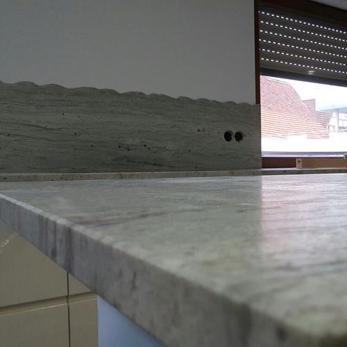 Küchenrückwände aus verschiedenen Materialien möglich