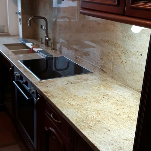 Küchenrückwand aus dem selben Arbeitsplattenmateria