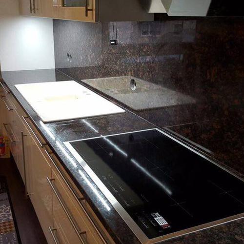Küchenrückwand aus Granit, Marmor oder Schiefer